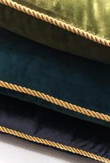 Luxe blauw kussen van fluweel met gouden bies