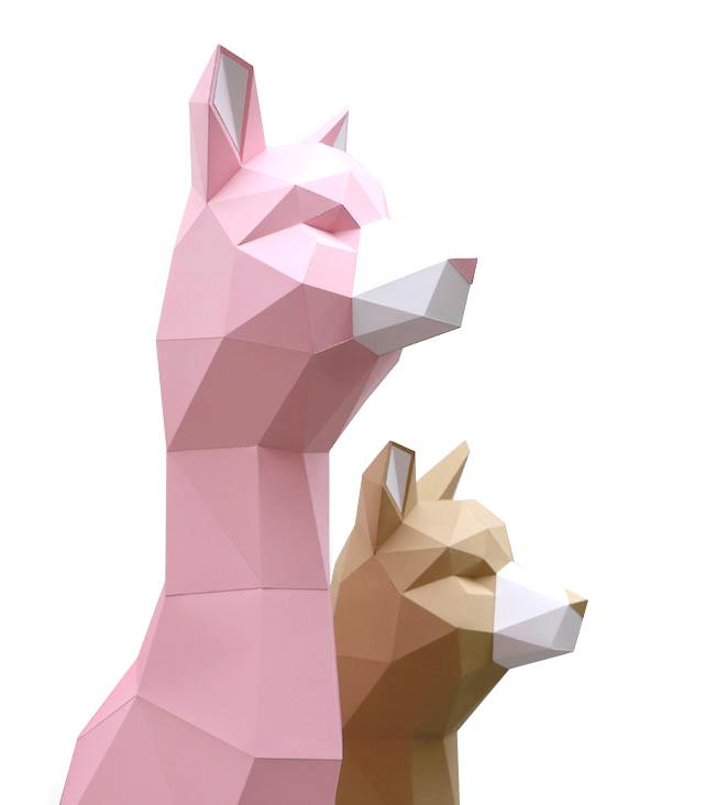 Roze papieren alpaca voor aan de muur