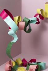 Papieren slinger van Floris Hovers