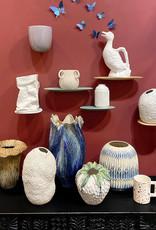 Grote design vaas van keramiek in de vorm van een tulp