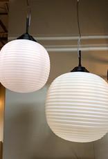Design hanglamp van melkglas