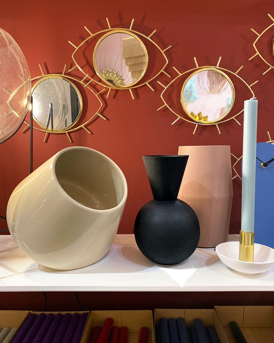 Cream ceramic table lamp