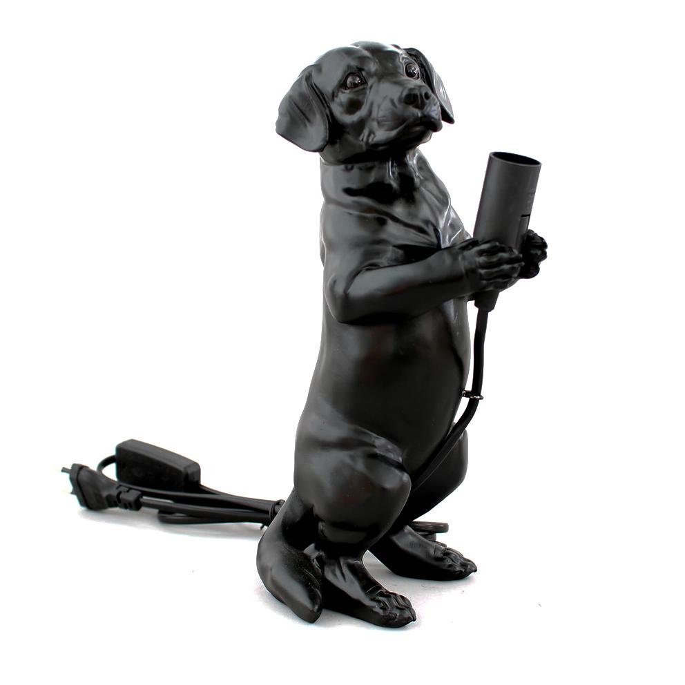 Zwarte tafellamp in de vorm van een teckel puppy