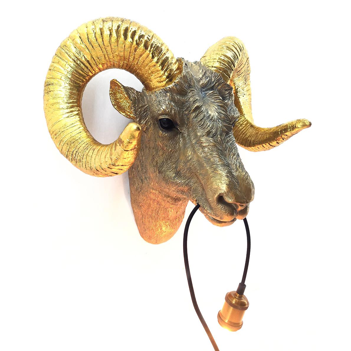 Gouden ram dierenkop wandlamp