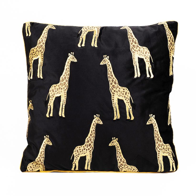 Zwart fluweel sierkussen met gouden giraffes