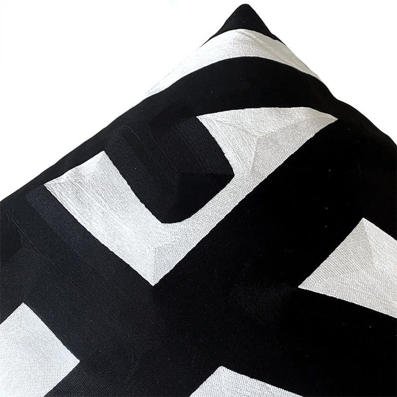 Groot luxe design sierkussen met zwart-wit patroon