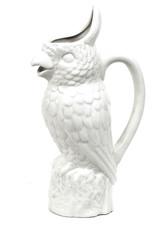 Wit keramieken schenkkan in de vorm van een toekan vogel