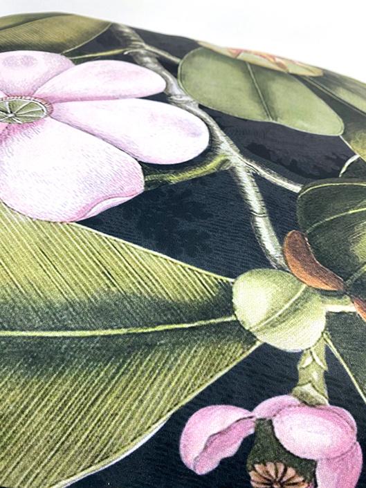 Zwart sierkussen met tropisch fruitboom print