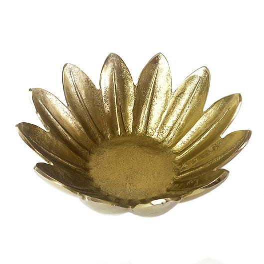 Gouden fruitschaal in de vorm van een bloem