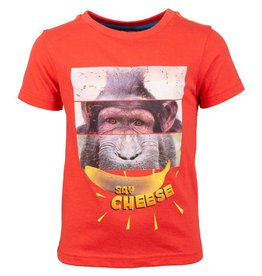 SomeOne rood shirt aap / say cheese