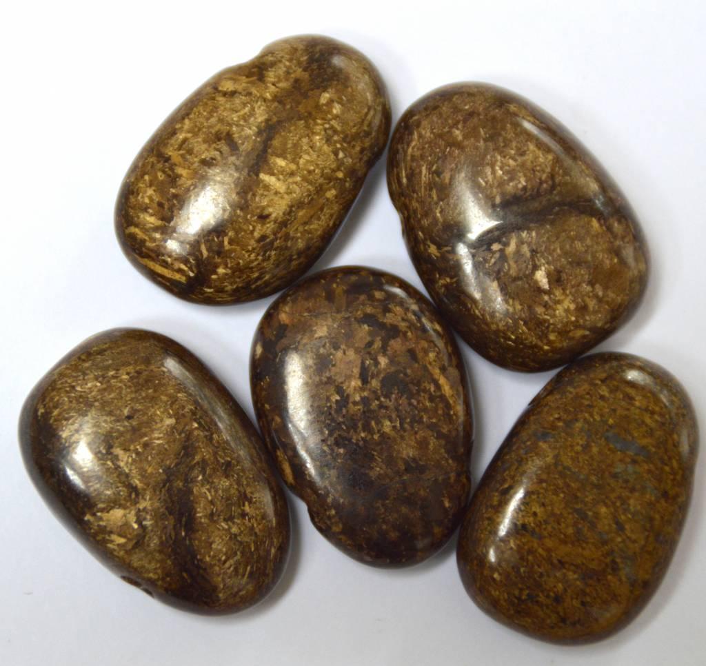 gebohrter Trommelstein aus Bronzit