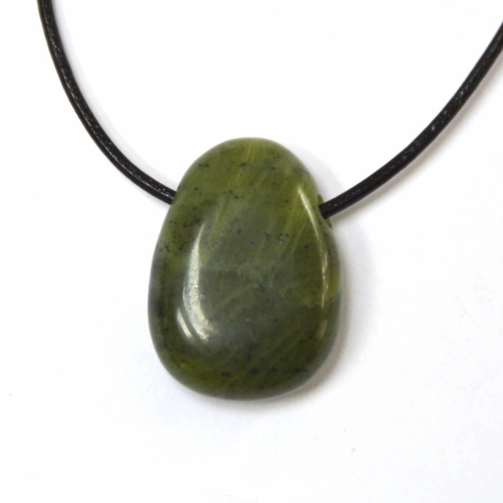 gebohrter Trommelstein aus Kanada Jade