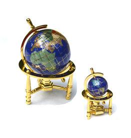 Globus aus Edelsteinen Dreibein ab