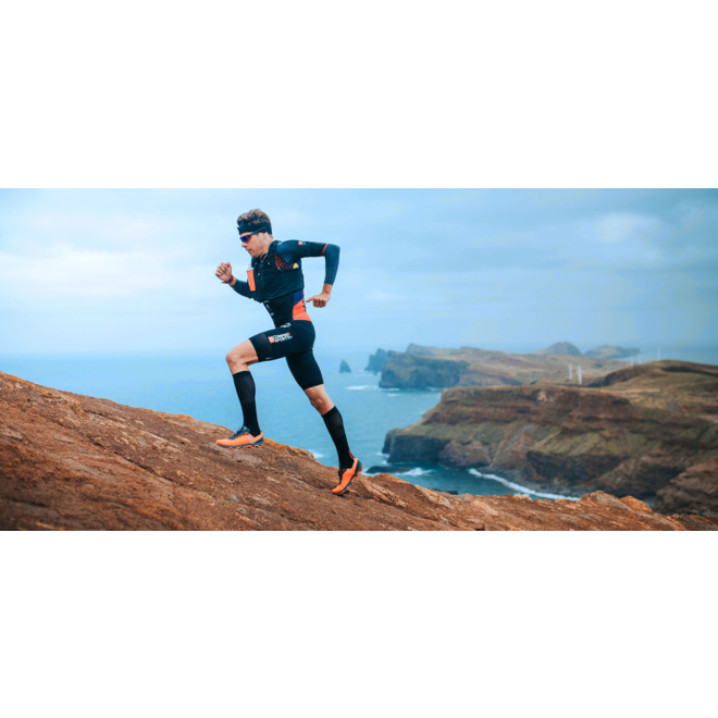 Compressport Full Socks Race & Recovery Schwarze Unisex-Kompressionsstrümpfe