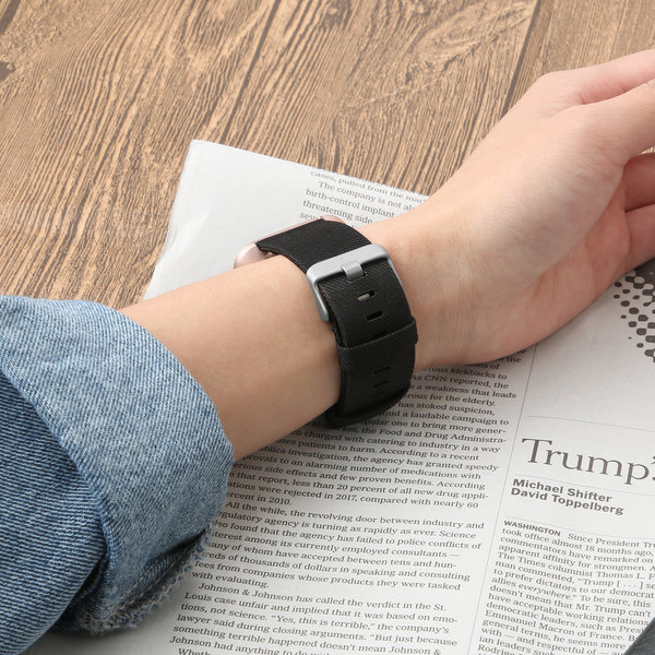 123Watches.nl Fitbit versa nylon gesp band - zwart