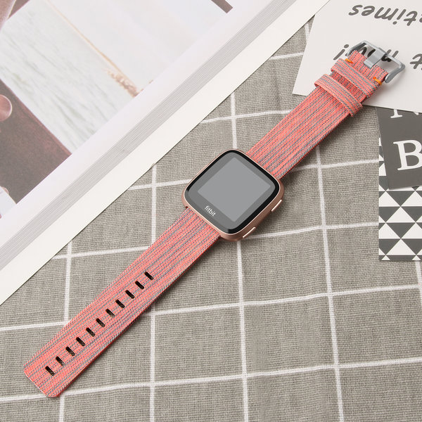 123Watches Fitbit versa nylon gesp band - oranje gestreept