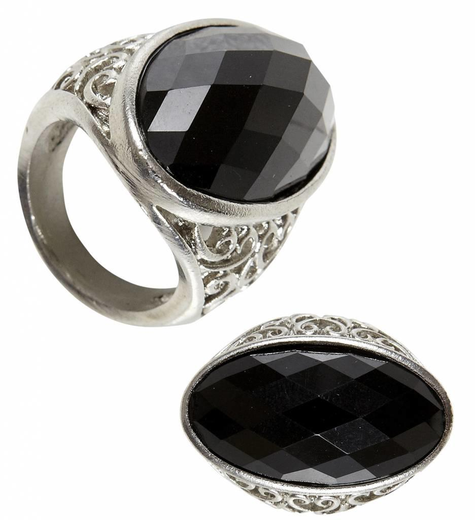 Ring Gothic Met Zwarte Steen