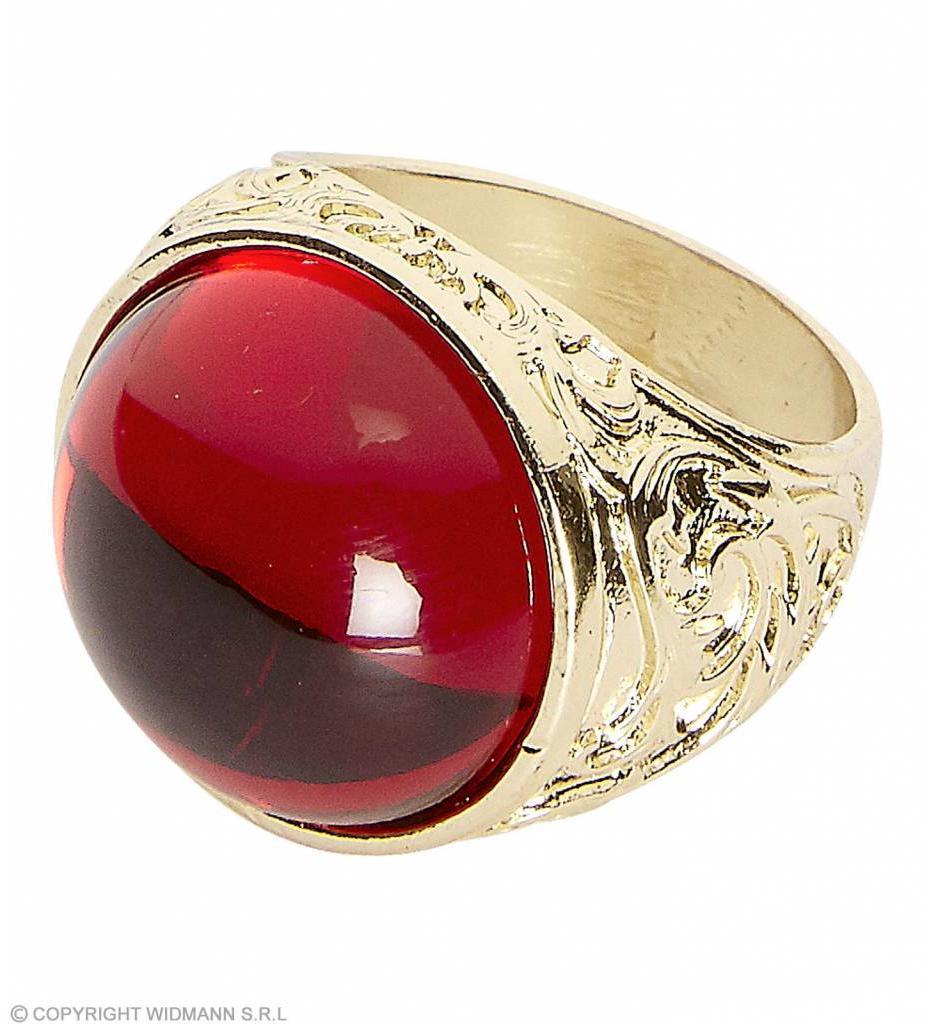 Gouden Ring Met Rode Steen