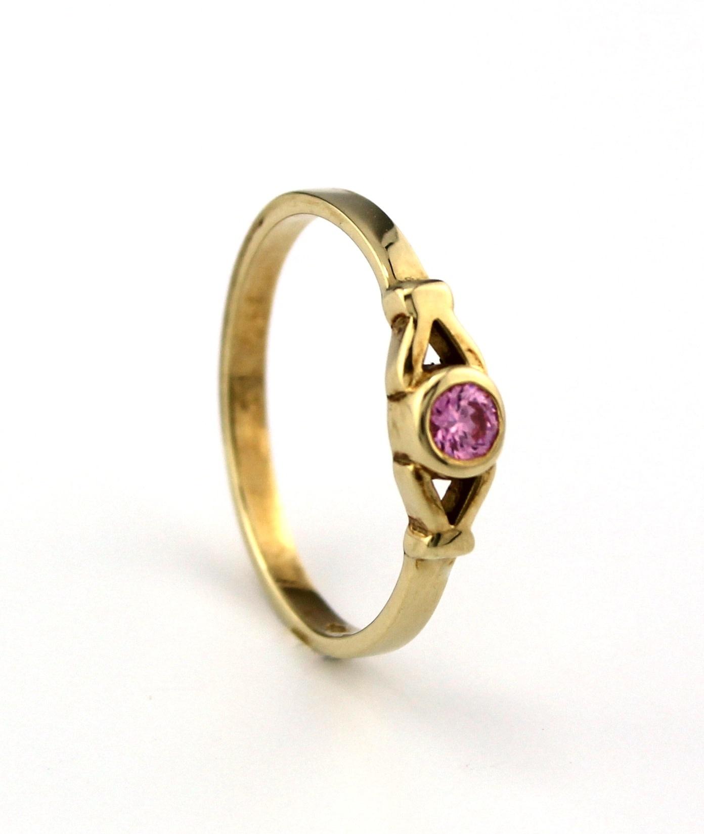 Tomylo 14 kt geelgouden kinderring met roze steen