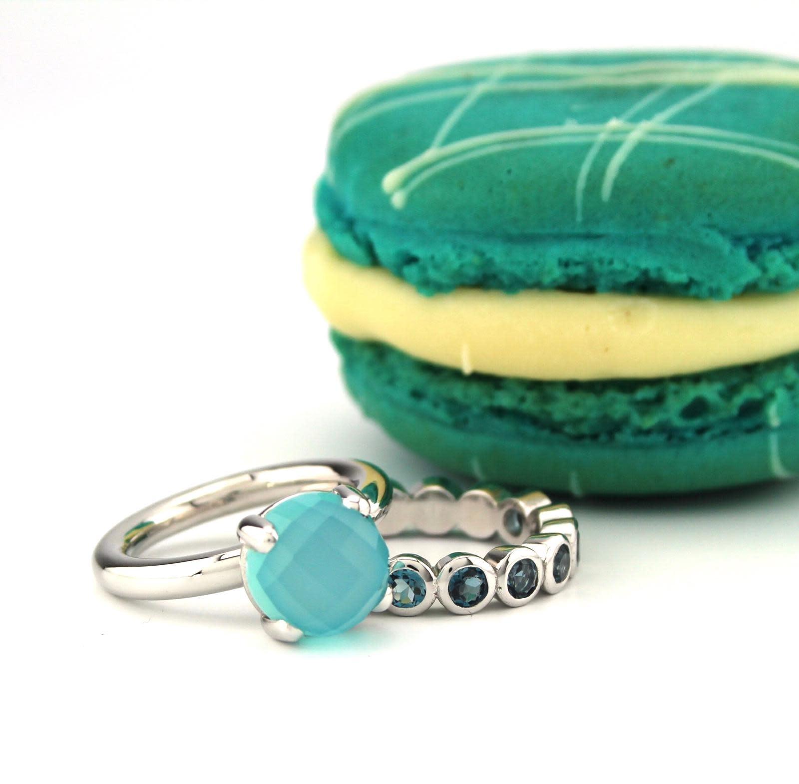 Bregje de Goudsmid 14 kt witgouden ring met blauwe chalcedoon