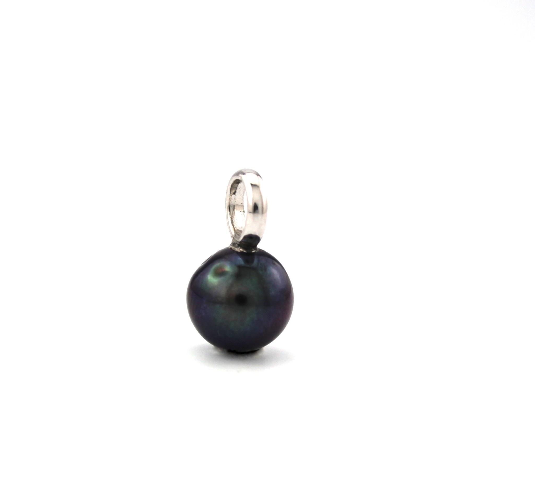 14 karaats witgouden creoolhangers met zwarte zoetwater parels 216290.