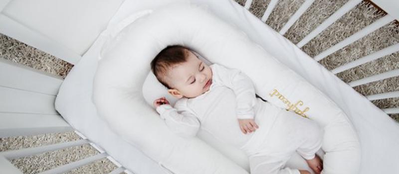 Babynestje bed baby