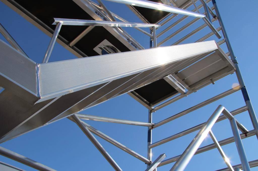 ASC Treppenturm 135-250 x 8 m Arbeitshöhe