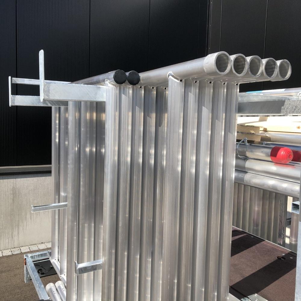 Rolsteiger 1,35 x 2,50 x 12 m + afsluitbare steigeraanhanger
