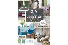 Boek DIY met decoratieve verf