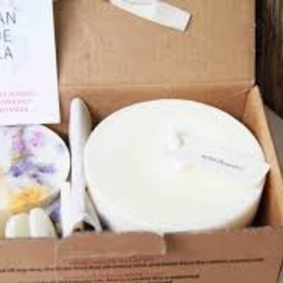 Munio Candela Ashberries & bilberry leaves giftbox kaars en waxschijfjes