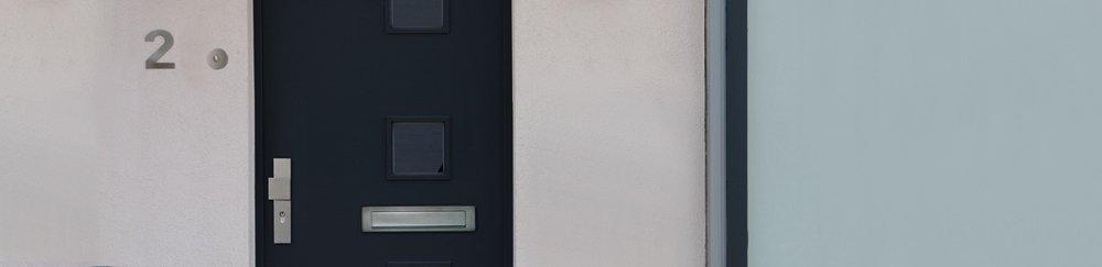 Hoe monteer ik veiligheidsbeslag op mijn voordeur?