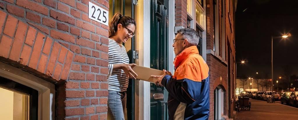 Pakketbezorgers: Bestel je sinterklaascadeaus op tijd, acties zijn in aantocht