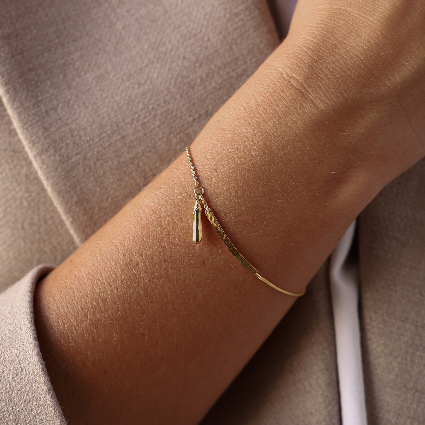 Violet Hamden Sisterhood Phoebe bracciale color oro in argento sterling 925