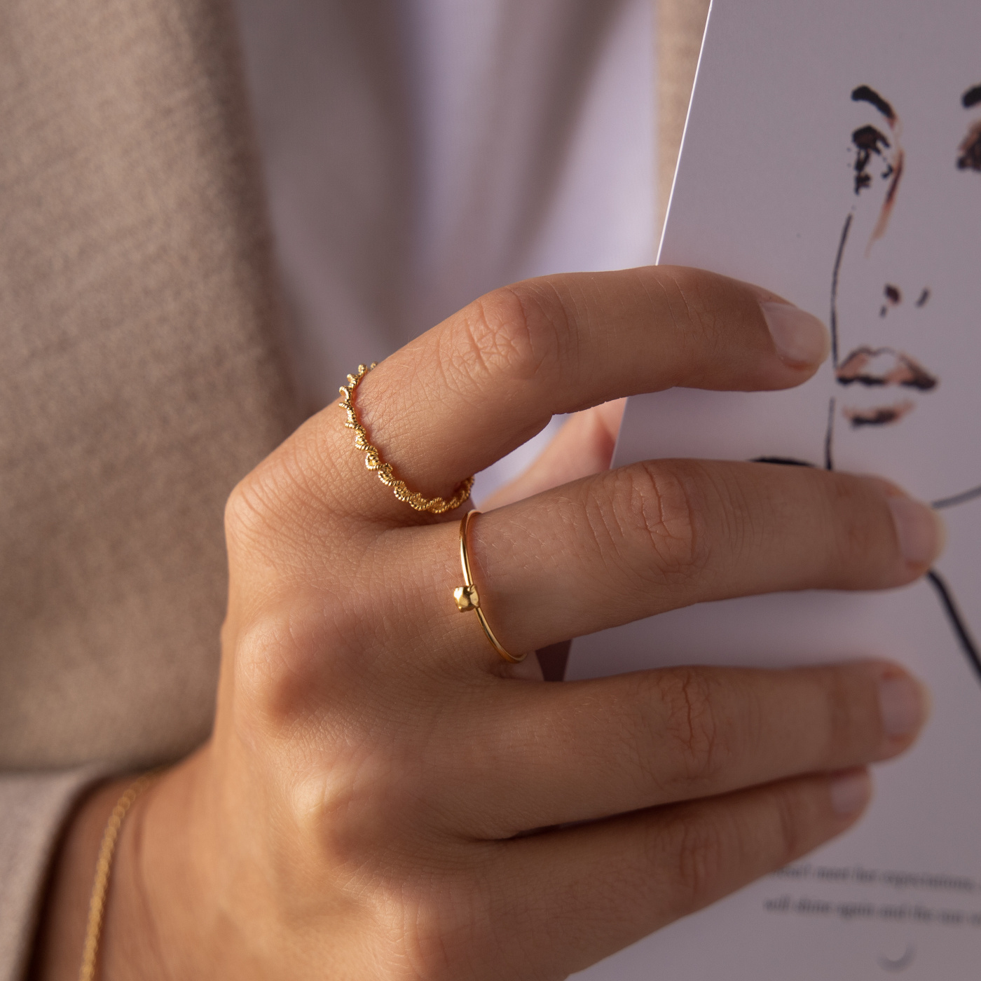 Violet Hamden Goldfarbener geflochtener Sisterhood Ring aus 925 Sterlingsilber