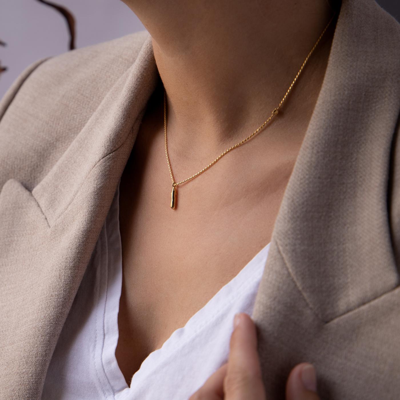 Violet Hamden Sisterhood Mona 925 Sterling Silber goldfarbenes Kette mit Stange und Stein
