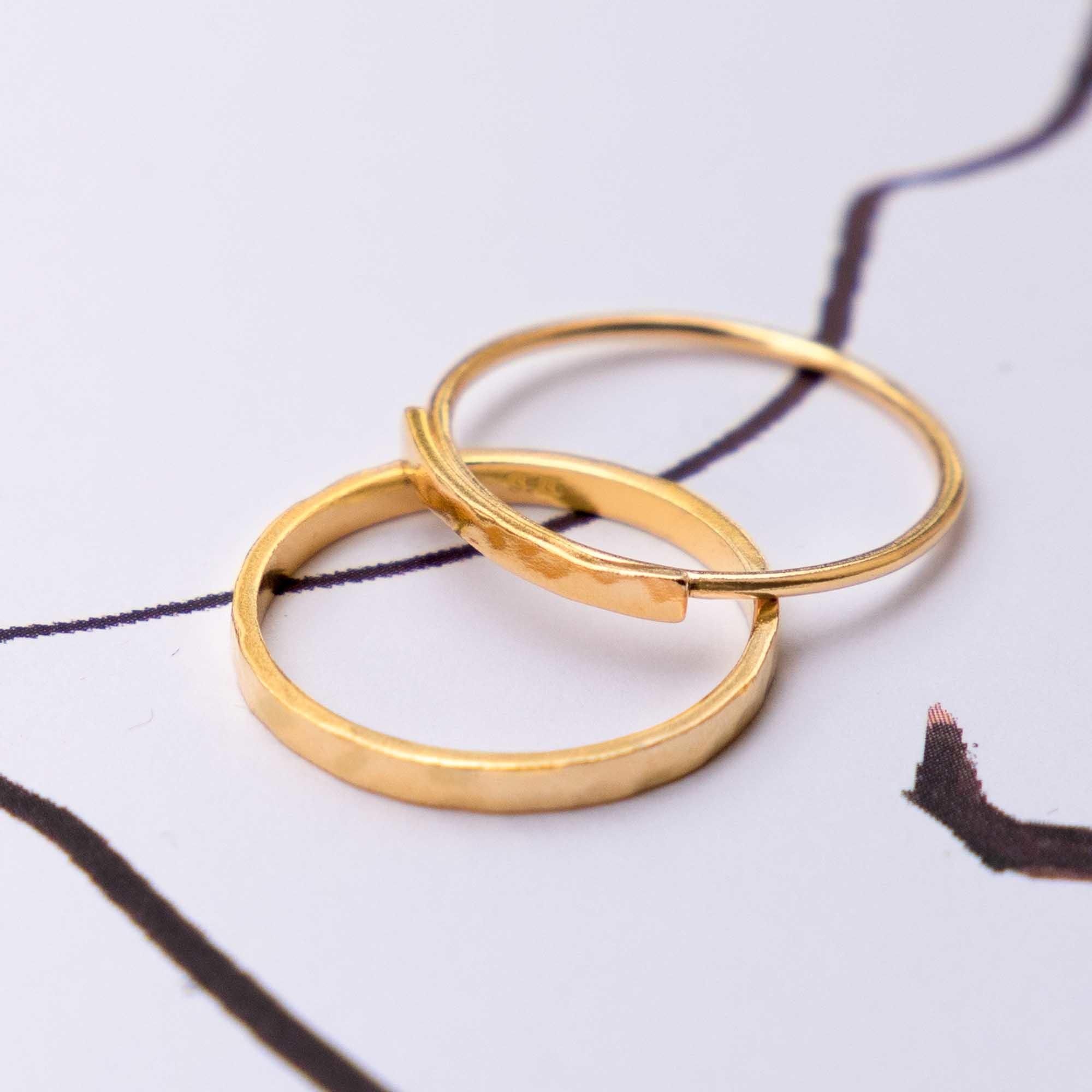 Violet Hamden Sisterhood Moonlit Ring aus goldfarbenem 925 Sterlingsilber
