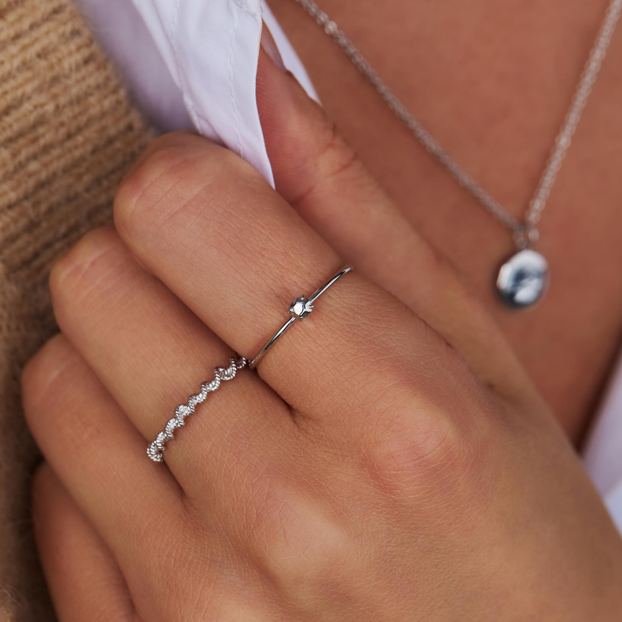 Violet Hamden Sisterhood Lunar anello in argento sterling 925