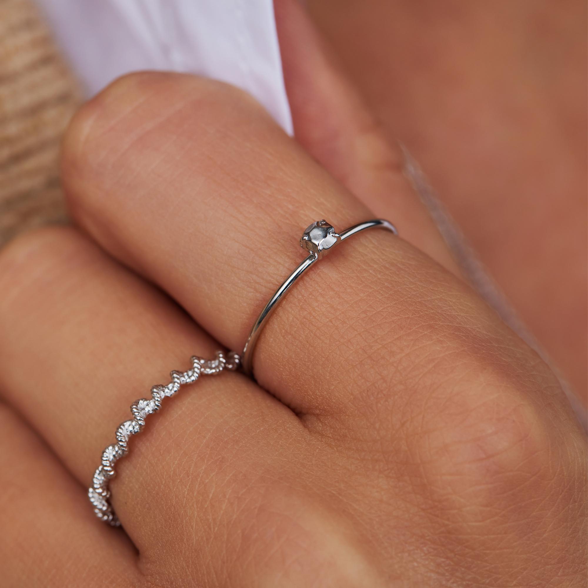 Violet Hamden Sisterhood Stone 925 sterling zilveren ring met steentje