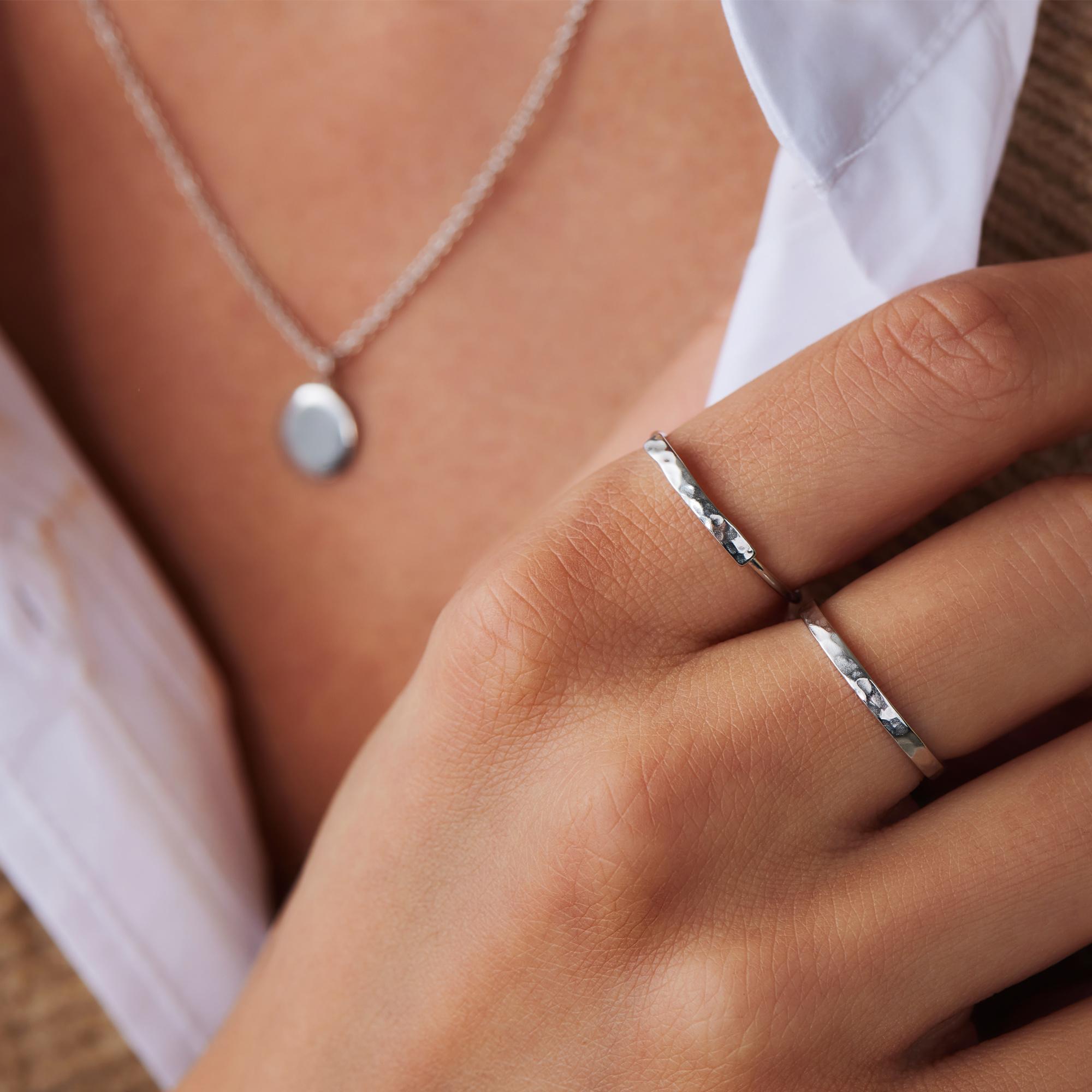 Violet Hamden Sisterhood Moonlit anello in argento sterling 925