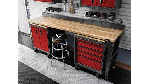 Racing Red garagekasten met een gedurfde uitstraling!