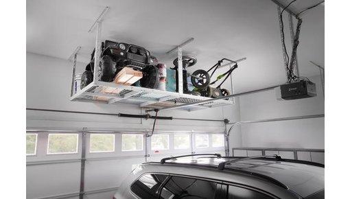 Opbergrek aan aan het plafond van uw garage