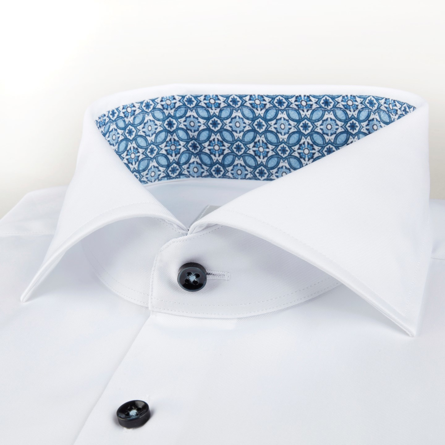 Stenstroms White micro pattern with blue button