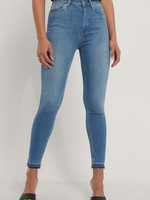 NA-KD SKINNY HIGH WAIST OPEN HEM, JEANS, DENIM