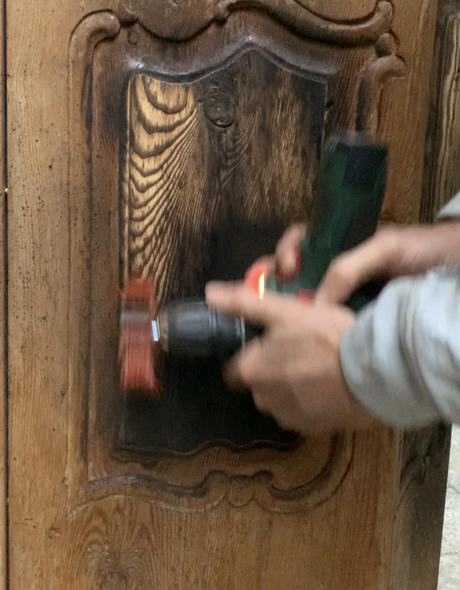 Antiker Bauernschrank aufwendig renoviert in einer alten japanischen Technik. Flamed Wood  Technik bearbeitet