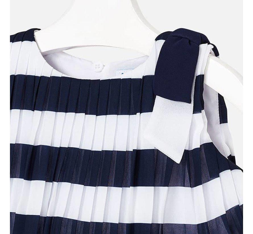 3944Pleated striped dress