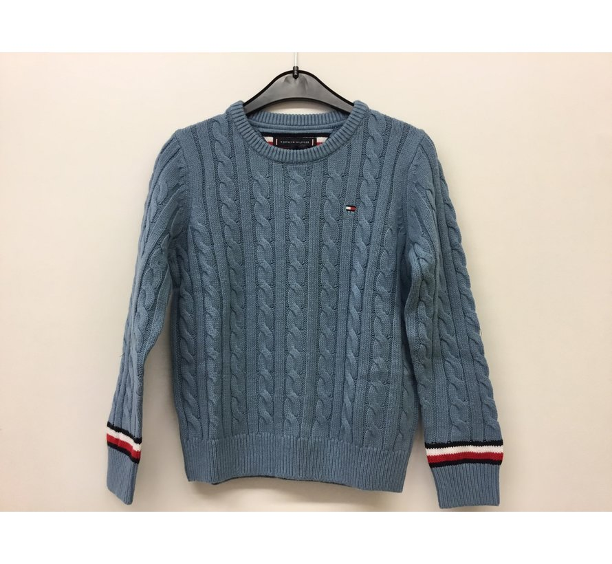 KB06082 essential cable sweater