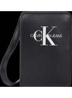 Calvin Klein pré IU00143 monogram pouch bag