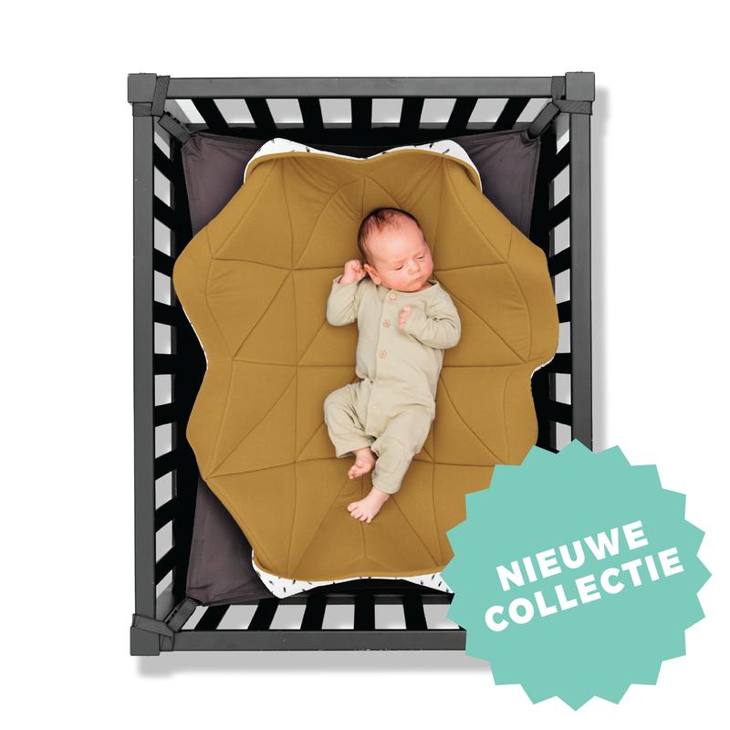 Hangloose Baby hangmat Okergeel met veertjes