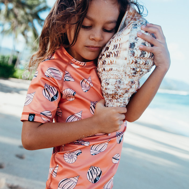Beach and Bandits UV Zwemshirt Korte Mouw KinderenJongens Meisjes - Shello Tee Schelpenprint Oranje