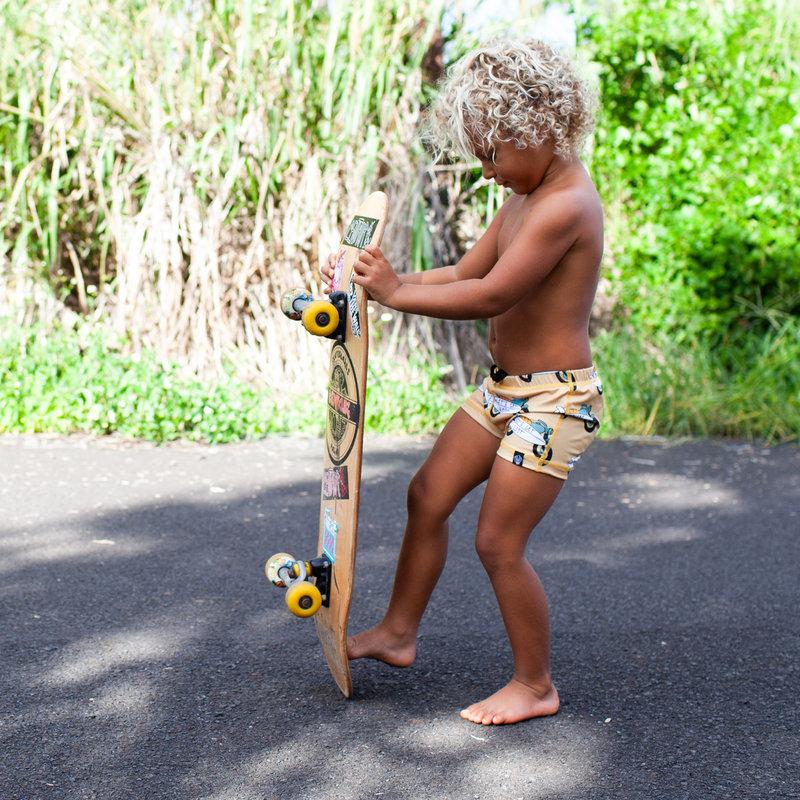 Beach & Bandits UV Strakke Zwembroek Kinderen Jongens - Let's Get Lost - Motor met Surfbord